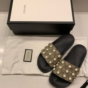 Gucci Pursuit Pearl Supreme Slide Flat Pool Sandal